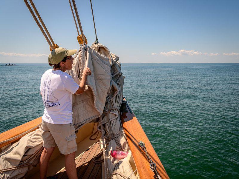cruise-crew-preps-sails-3891.jpg