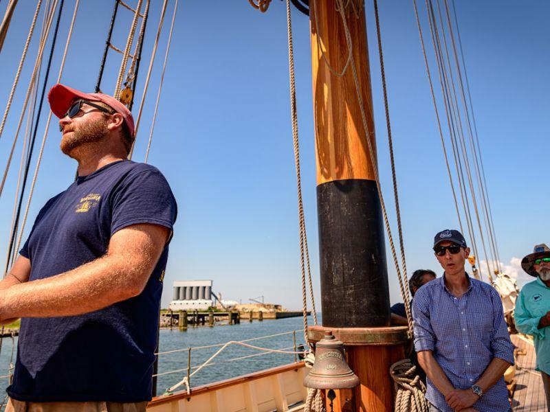 cruise-captain-3705.jpg