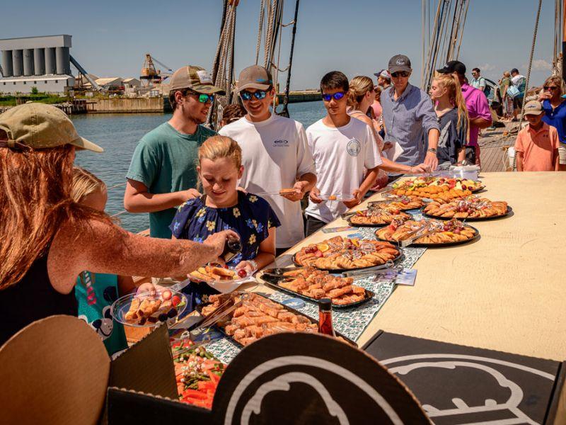 cruise-guests-dig-in-3745.jpg