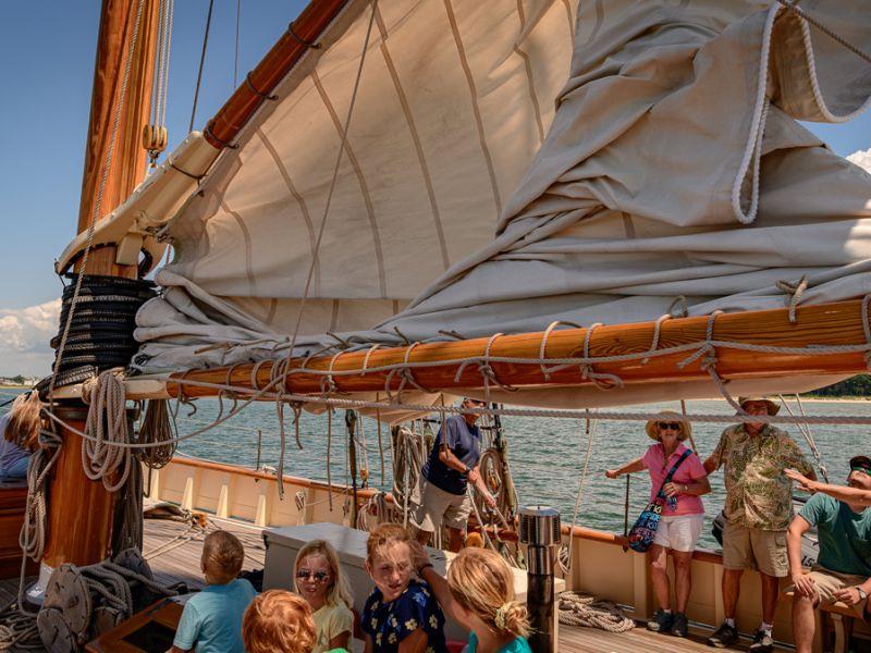 cruise-guests-under-main-sail-4013.jpg