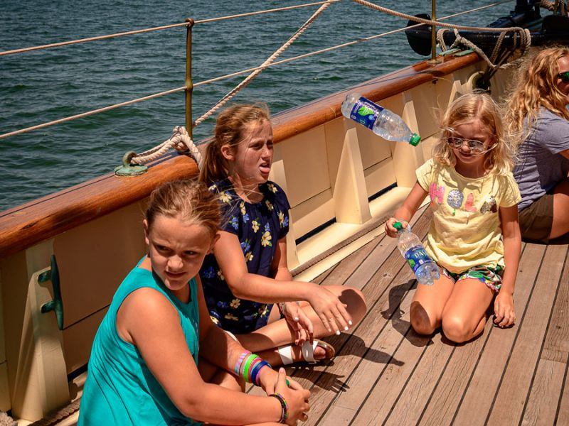 cruise-kids-flipping-bottles-3980.jpg