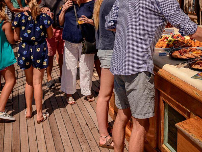 cruise-guests-dig-in-3753.jpg