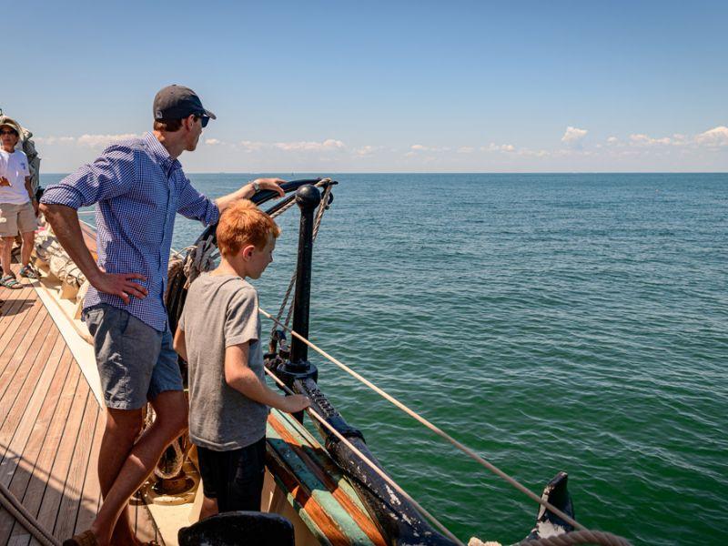 cruise-guests-look-off-starboard-3884.jpg