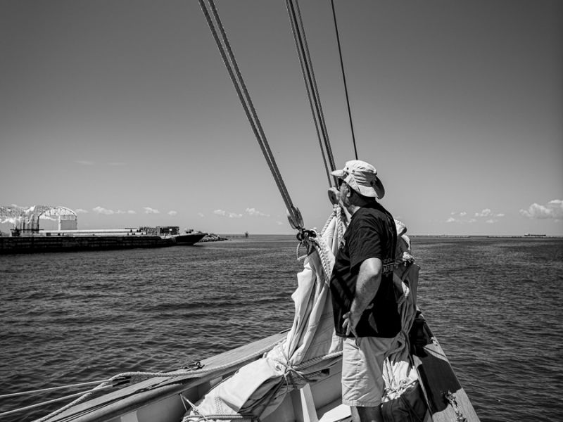 cruise-crew-at-bow-black-and-white-3764.jpg